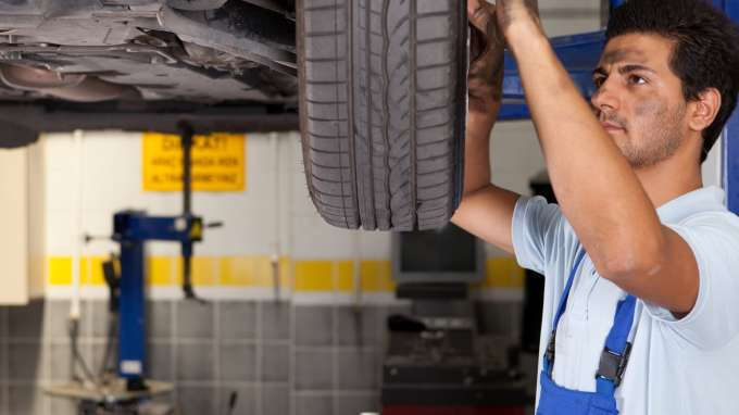 Average Car Insurance Rates >> Advantages and Disadvantages of Car Repair Insurance - CarsDirect