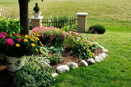 Landscape edging stone plastic brick or metal for Do it yourself landscaping