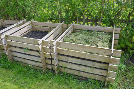 How To Build A 3 Section Compost Bin With Wood Pallets