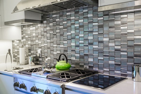 11 simple inexpensive diy upgrades to transform your home for Do it yourself kitchen backsplash