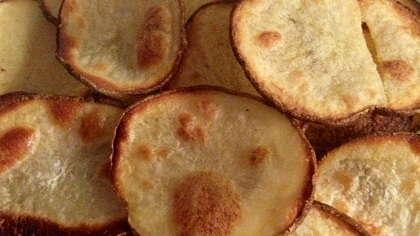 Crispy baked potato chips.