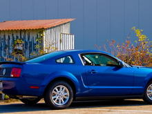 Sabine's Stang on 25 Oct 2008 with Silver Horse Racing Honeycomb Taillight Panel and Vista Blue mirror covers.