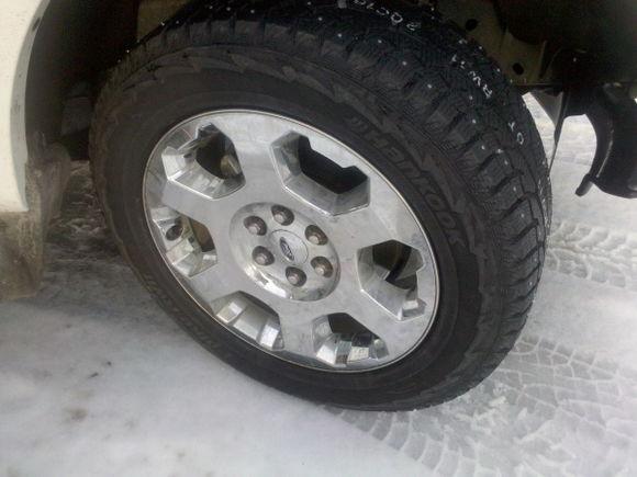 studded tire side view. Hankook I-Pike RW-11