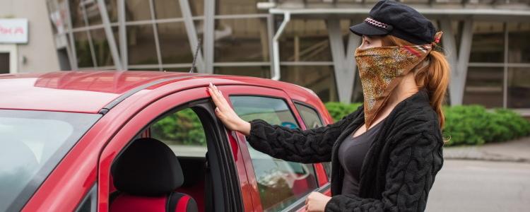 ¿Se necesita un pago inicial para arrendar un auto?