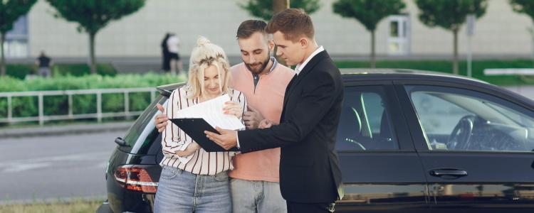 ¿Necesito un consignatario para el préstamo de mi automóvil?