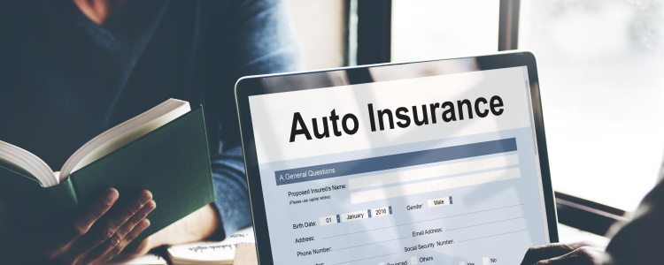 Requisitos de seguro de automóvil para préstamos de automóvil con mal crédito
