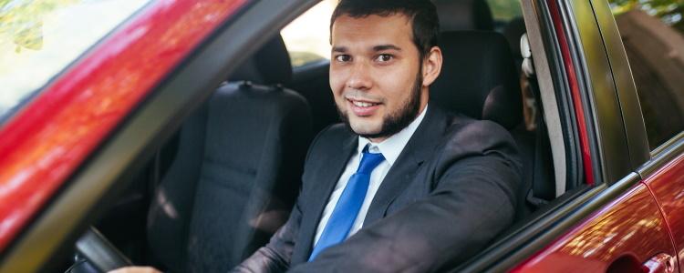 ¿Puedo comprar un automóvil sin licencia de conducir?