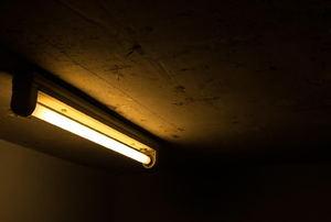 fluorescent t8 light fixture