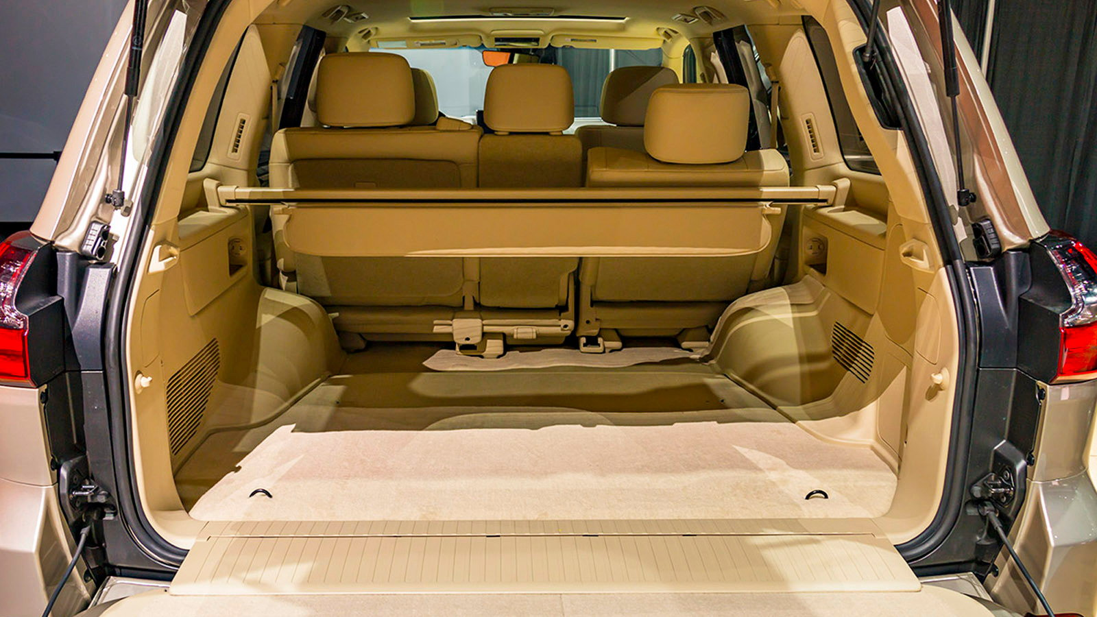 Two Row Lexus LX 570