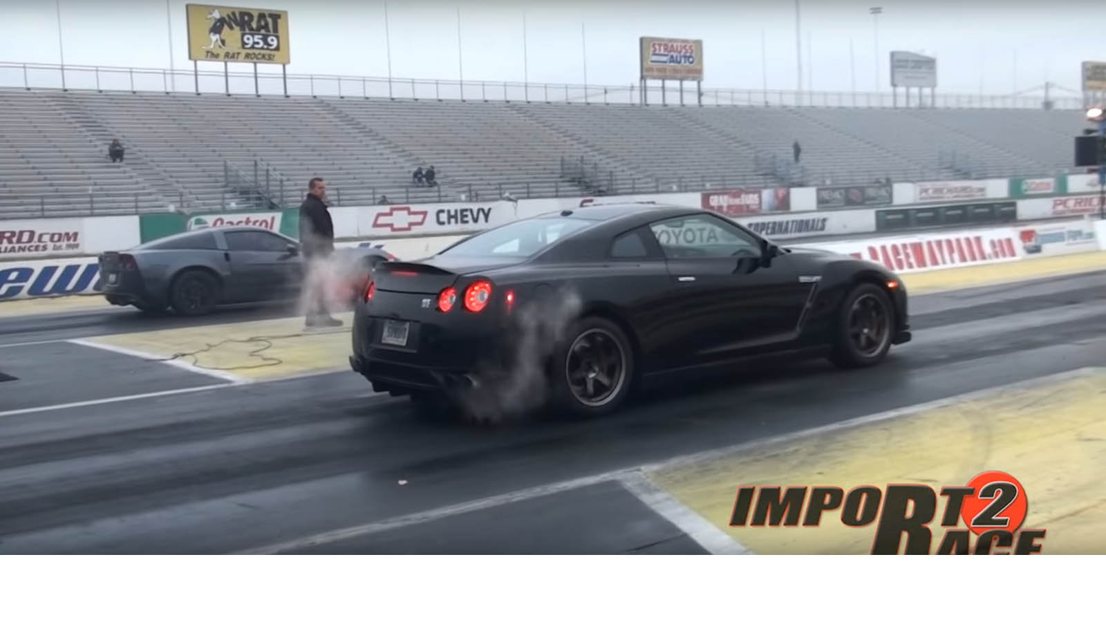 Nissan GT-R vs C6 Z06