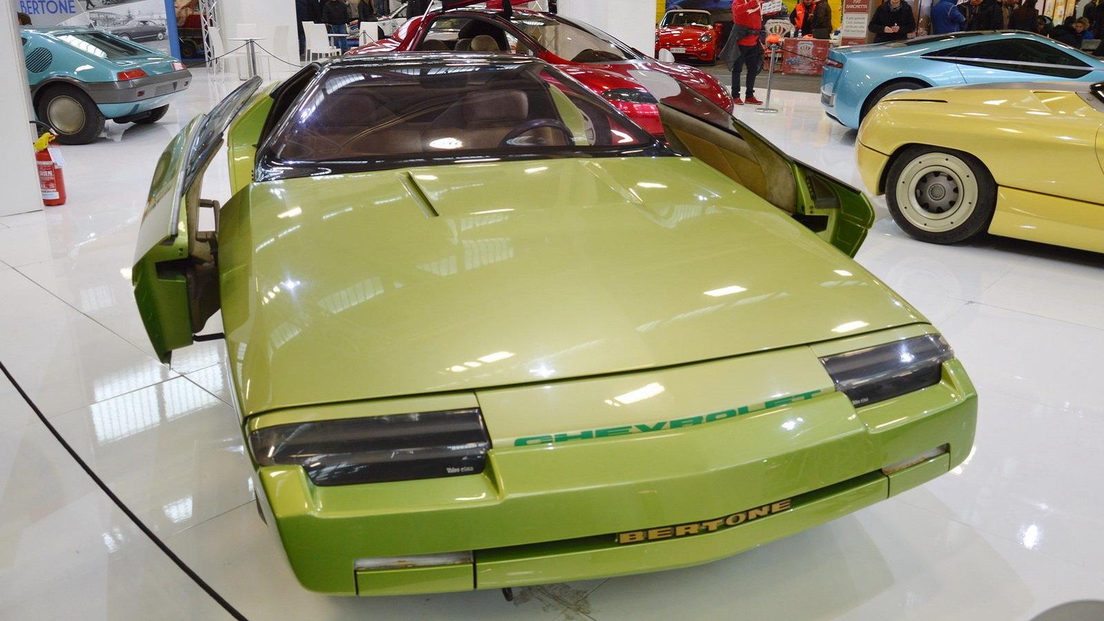 Bertone Ramarro: Futuristic Italian Corvette Spaceship