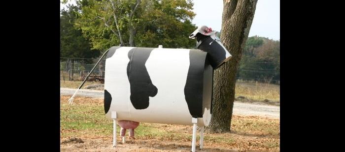 Metal art cow