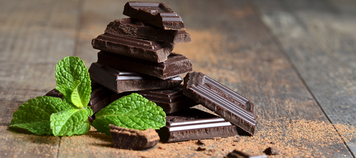 Chocolate squares and mint leaves
