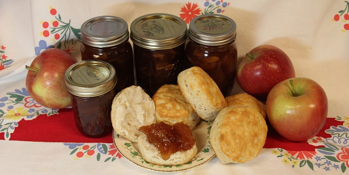 apples and apple jelly with biscuits