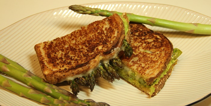 grilled cheese with avocado and asparagus