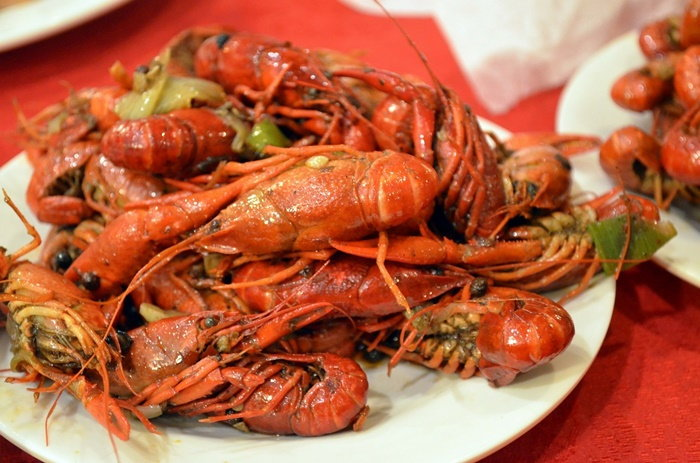 pile of cooked crawfish