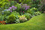 Keeping Ground Cover Away From Perennial Garden Plants