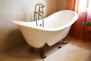 claw foot cast iron bathtub