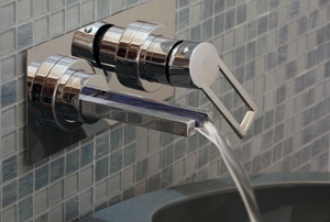A close up on a faucet.