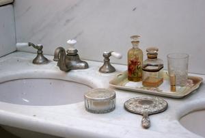solid surface bathroom countertop