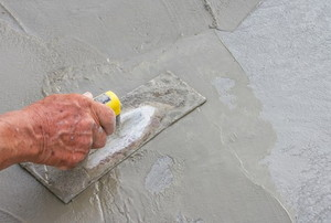 a hand leveling poured concrete