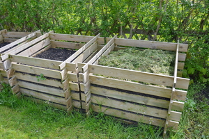 How to Build a 3-Section Compost Bin with Wood Pallets