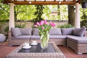 Use Furniture to Create the Perfect Backyard Lounge Space