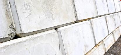 Build a Cinder Block Retaining Wall   DoItYourself com