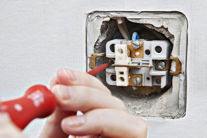 How To Wire A Gfci Outlet | Troubleshooting 3 Common Gfci Outlet Problems Doityourself Com
