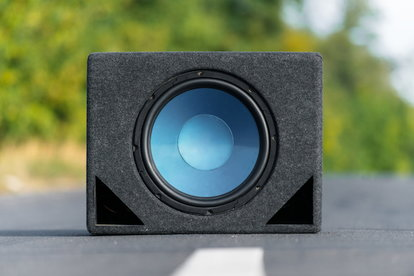 How to Hook Up External Speakers to a Portable DVD Player