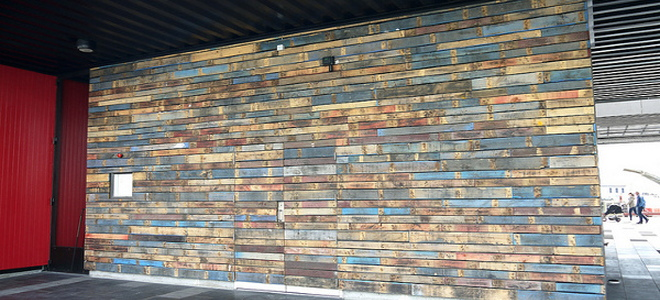 Diy a wood pallet accent wall - Wooden pallet accent wall ...