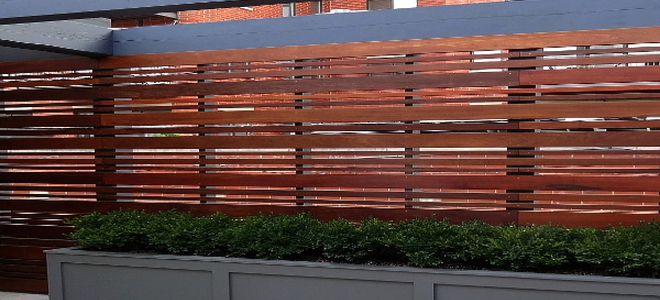 4 tips for setting up reed fence for Horizontal garden screening