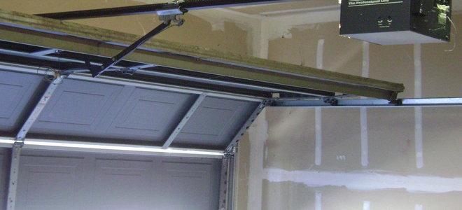 Remove A Garage Door With Spring Hinge Doityourself