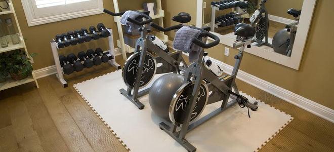 Diy home gym  DIY Home Gym Hacks | DoItYourself.com