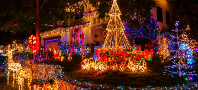 How to hang christmas lights outside your house doityourself how to hang christmas lights outside your house how to hang christmas lights outside your house aloadofball Images