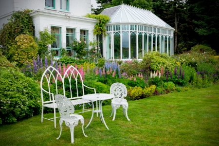 Elements of a victorian garden for Victorian garden house