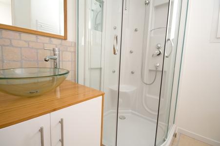 how to clean fiberglass shower surround