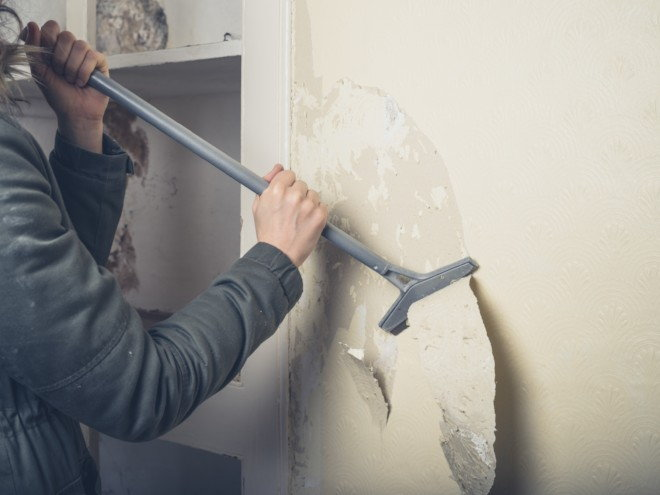 Wallpaper Removal Using Fabric Softener And Water