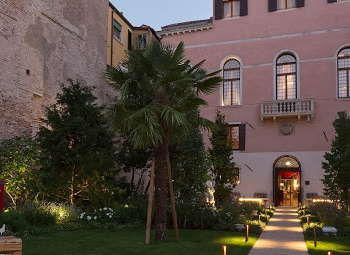 The 5 star Palazzo Venart Luxury Hotel is centrally located in the heart of traditional Venice.