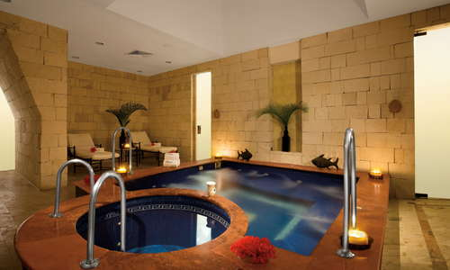 Restore your body to a state of harmony through Zoëtry Paraiso de la Bonita's Thalasso Center & Spa's indoor Jacuzzi Spa.