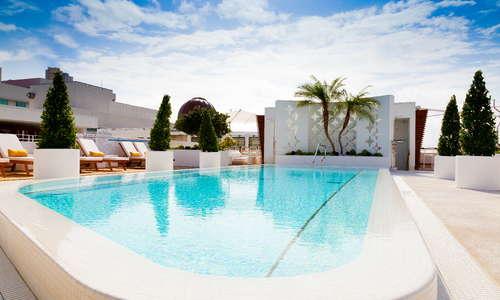 Highbar Pool & Lounge