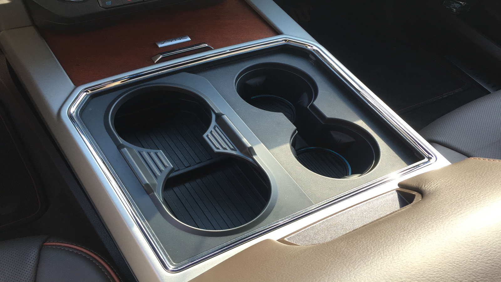 Removable cup holder inserts