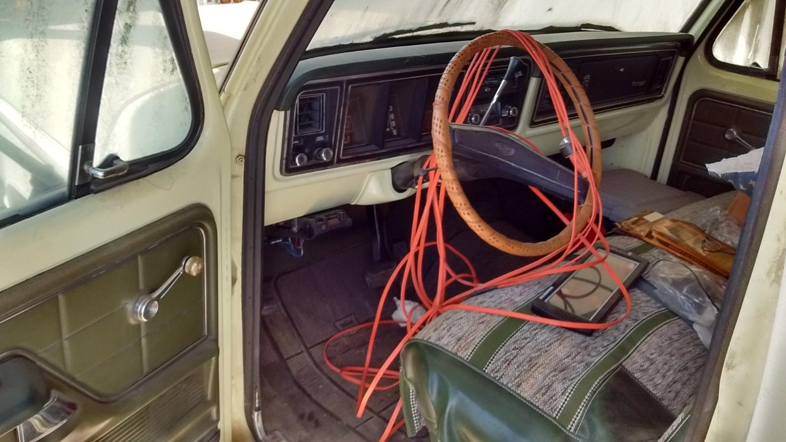 1975 Ford F-250 Gets the Full PreRunner Treatment