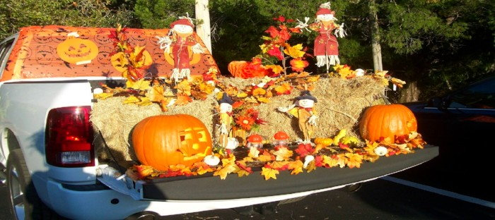 halloween decorations in a truck bed