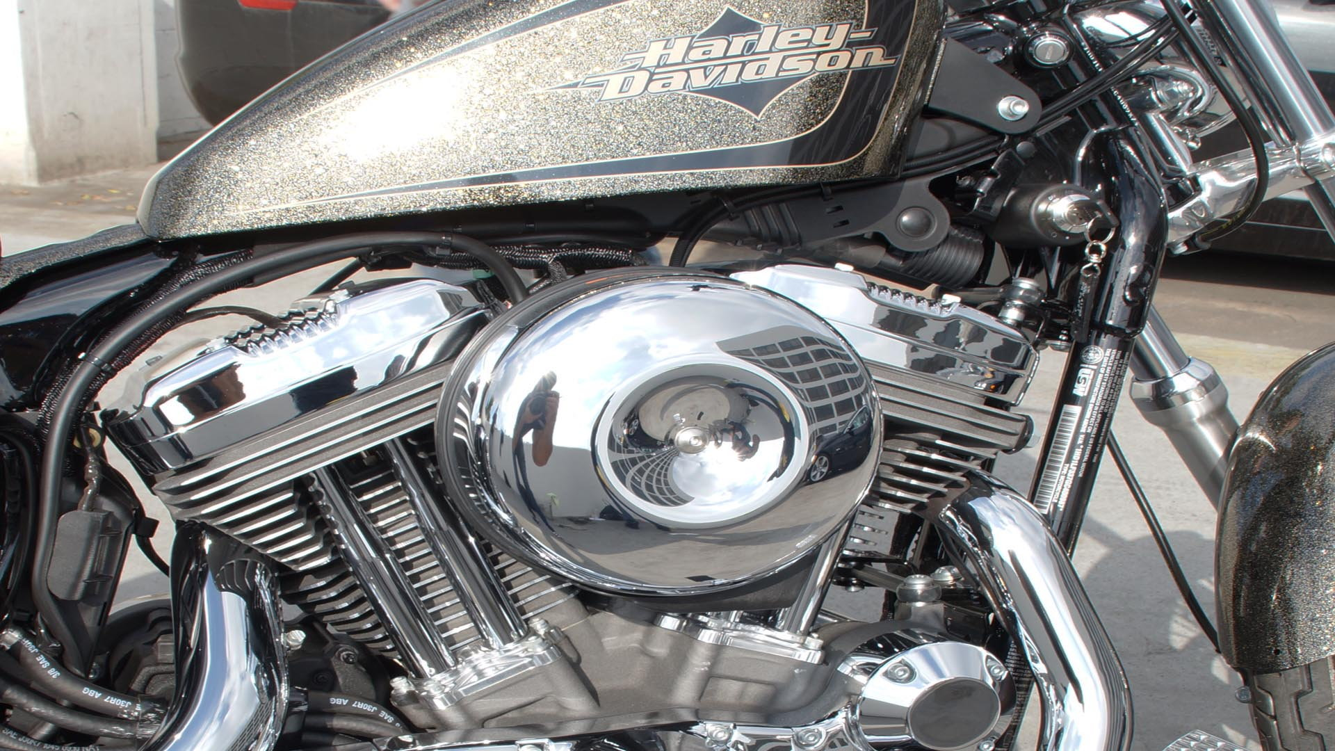 1998 LATER HARLEY AIR CLEANER COVER SCREW BLACK CHROME