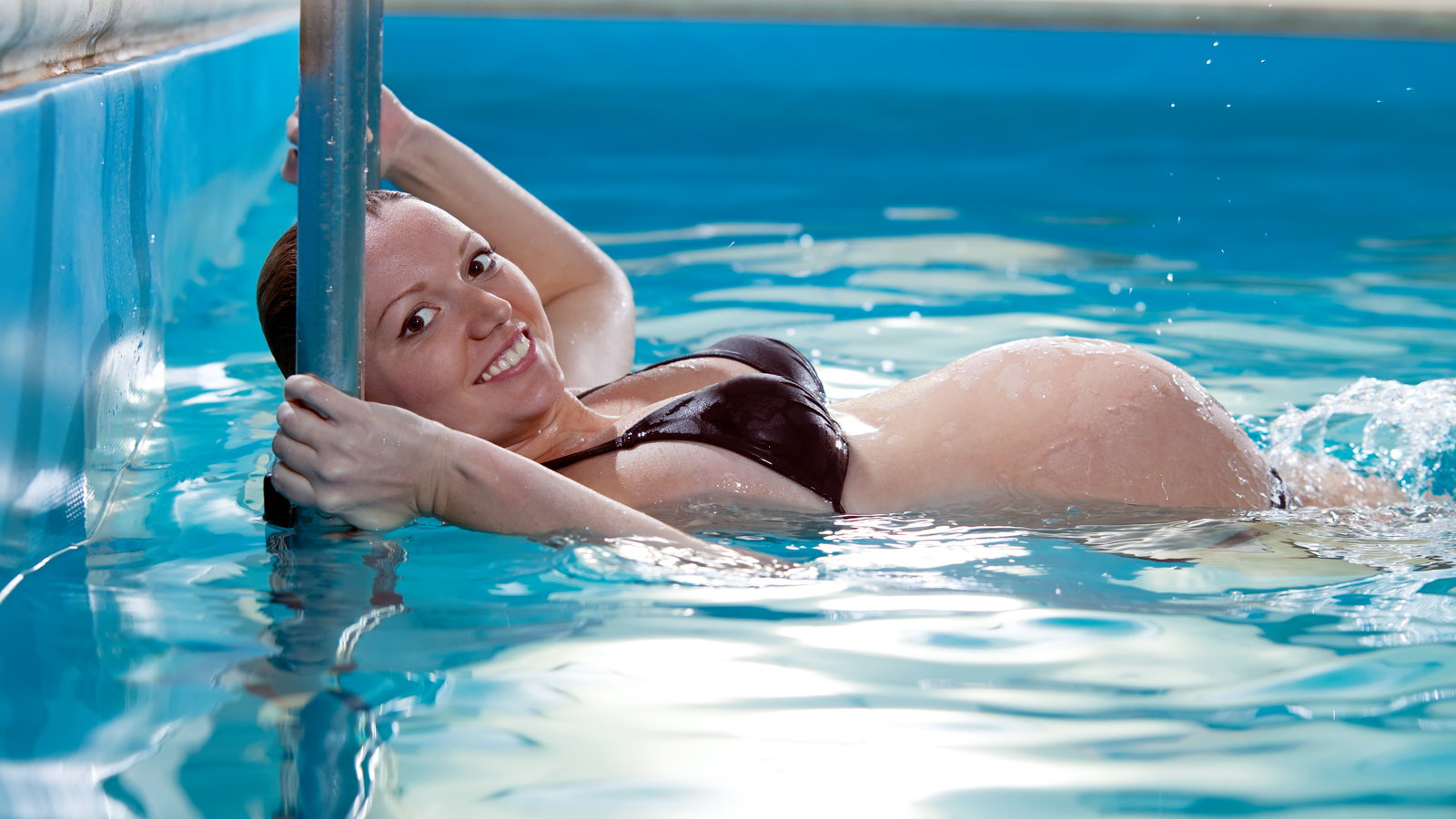 pregnant woman swimming in pool
