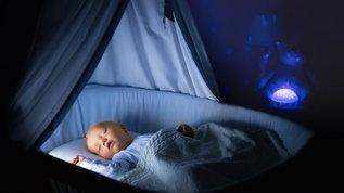 sleeping baby when do babies start sleeping through the night