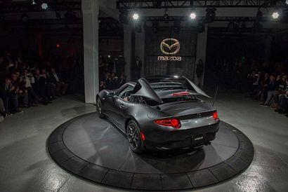 2017 Mazda MX-5 Miata RF top actuation