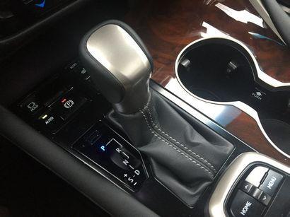 2016 Lexus RX 350 shift lever detail