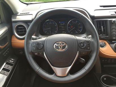 2016 Toyota RAV4 Limited AWD steering wheel detail